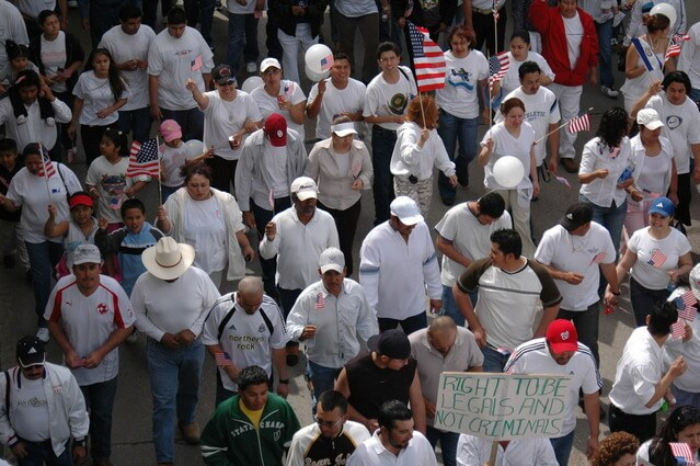 移民受け入れ法案のデメリットとゴーン逮捕の裏で強行採決された訳